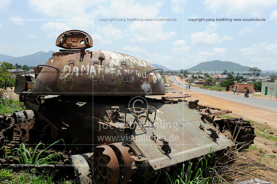 ANGOLA Kibala Panzerwrack aus dem Buergerkrieg 1975 - 2002 zwischen MPLA und UNITA / ANGOLA old soviet tank from civil war between MPLA and UNITA in Quibala