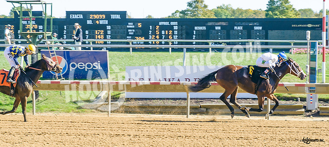 Con Gee winning at Delaware Park on 10/15/16
