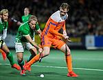 AMSTELVEEN - Mirco Pruyser (Ned)  met Stuart Loughrey (IRE)   tijdens de hockeyinterland Nederland-Ierland (7-1) , naar aanloop van het WK hockey in India.   COPYRIGHT KOEN SUYK