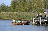 Ruderboot-Fähre von Bollwerk nach Moritzdorf auf Rügen, Mecklenburg-Vorpommern, Deutschland