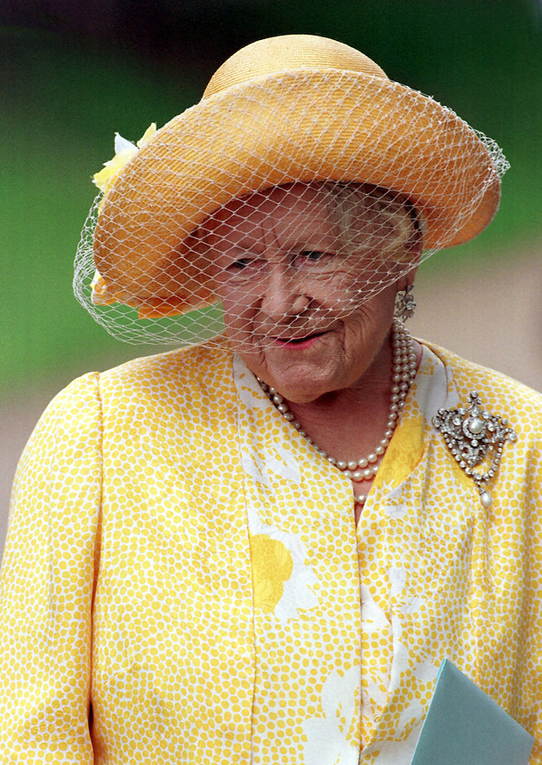 CLIPPING-.QUEEN ELIZABETH THE QUEEN MOTHERS 97th BIRTHDAY.CHURCH SERVICE AT  THE ROYAL SANDRINGHAM ESTATE, SAINT MARY MAGDALENE'S CHURCH.QUEEN MUM .PIC RUSSELL.3.8.97