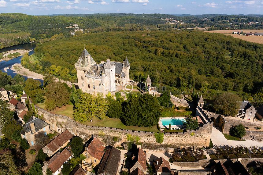 France, Dordogne (24), Vitrac, surmonté du château de Montfort (vue aérienne) // France, Dordogne, Vitrac dominated by the castle of Montfort (aerial view)