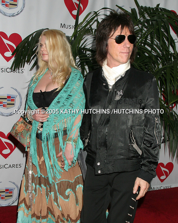 JEFF BECK AND GUEST.MUSIC CARES 2005 PERSON OF THE YEAR.TRIBUTE TO BRIAN WILSON.HOLLYWOOD, CA.FEBRUARY 11 , 2005.©2005 KATHY HUTCHINS /HUTCHINS PHOTO.