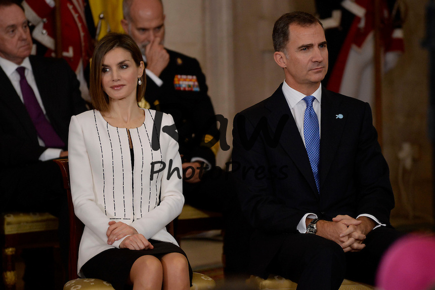 El Rey Don Felipe y la Reina Do&ntilde;a Letizia, junto con diversas personalidades del mundo de la pol&iacute;tica y el arte, han celebrado con el Secretario General de la ONU Ban Ki-Moon el 70 aniversario de la entrada en vigor de la Carta de Naciones Unidas y el 60 aniversario de la entrada de Espa&ntilde;a en la ONU, en el Palacio Real de Madrid.<br /> <br /> King Felipe VI and Queen Letizia have attended the ceremony for the 70th anniversary of the United Nations and the 60th anniversary of Spain entering the UNO, along with General Secretary Ban Ki-Moon and other authorities, at Royal Palace in Madrid on October 29th, 2015.