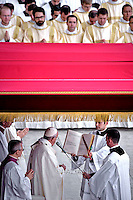 Pope Francis celebrates a Holy Mass for the canonization of four new saints: Vincenzo Grossi, Mary of the Immaculate Conception, Louis Martin and his wife Zélie Guérin, the first-ever married couple with children to be canonized in the same ceremony.Vatican City, Vatican. 18th October 2015