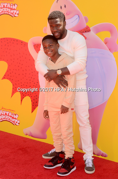 """LOS ANGELES - MAY 21:  Kevin Hart at the """"Captain Underpants"""" Los Angeles Premiere at the Village Theater on May 21, 2017 in Westwood, CA"""