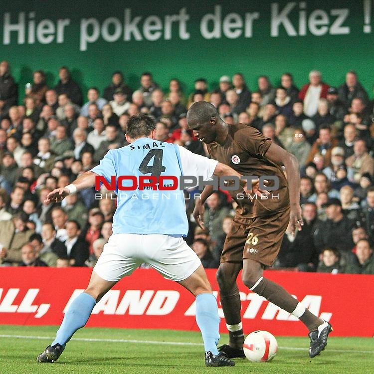 2.Liga 2007/2008  11. Spieltag Hinrunde<br /> FC St.Pauli &ndash; vs. SV Wehen Wiesbaden<br /> <br /> St.Paulis Kiezkicker Morike Sako (Nr. 26, rechts) im Zweikampf mit Dajan Simac (Nr.4, links). Hintergrund die Fans vom Kiez.<br /> <br /> <br /> Foto &copy; nph (nordphoto)<br /> <br /> *** Local Caption ***