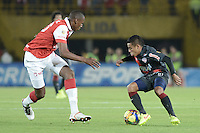 BOGOTÁ -COLOMBIA, 30-10-2014. Yerry Mina (Izq) jugador de Independiente Santa Fe disputa el balón con Vladimir Hernandez (Der) jugador de Atlético Junior durante partido de vuelta por la semifinal de la Copa Postobón 2014 jugado en el estadio Nemesio Camacho El Campín de la ciudad de Bogotá./ Yerry Mina (L) player of Independiente Santa Fe vies for the ball with Vladimir Hernandez (R) player of Atletico Junior during second leg match for the semifinal of Postobon Cup 2014 played at Nemesio Camacho El Campin stadium in Bogotá city. Photo: VizzorImage/ Gabriel Aponte / Staff