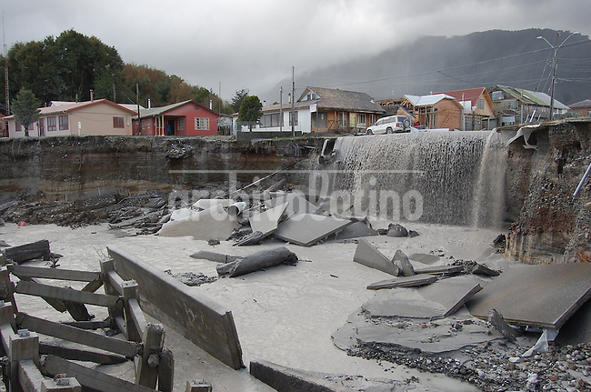 Destruction at the flooded and covered with ashes Chaiten town in southern Chile June 3, 2008. Chaiten Volcano started erupting on May 2 for the first time in thousands of years, spewing ash, gas and molten rock. Experts have said it could erupt at a less volatile pace for months and even years...