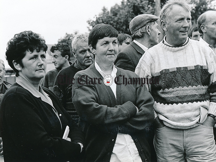 Mary Hogan, Darragh, with Agnes and Pat Lawless, Barefield, at the Teagasc farm walk on Breeding for Quality sucklers on the farm of Sean O'Halloran, bodyke - July 2, 1999. Photograph by Mike Hoare