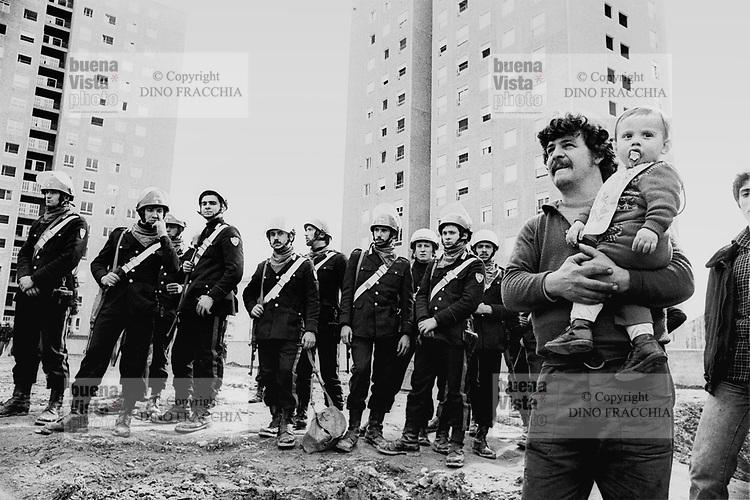 - evacuation of illicit occupants from the popular houses of Ca' Granda avenue, in the Affori neighborhood (Milan, 1976)....- sgombero di occupanti abusivi dalle case popolari di viale Ca' Granda, nel quartiere di Affori (Milano, 1976)