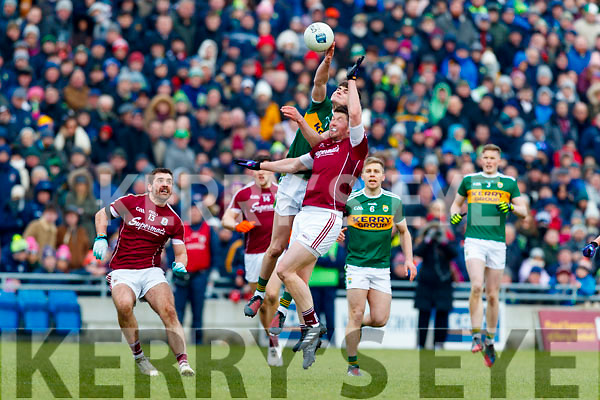 Séan O'Shea Kerry in action against Gareth Bradshaw Galway in the Allianz Football League Division 1 Round 4 match between Kerry and Galway at Austin Stack Park, Tralee, Co. Kerry.
