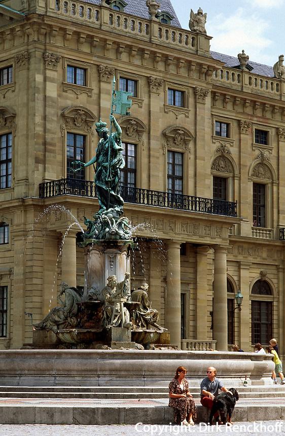 Brunnen vor der Residenz in Würzburg, Bayern, Deutschland, Unesco-Weltkulturerbe