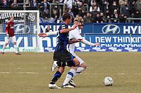 Steffen Haas (KSC) gegen Zafer Yelen (FSV)