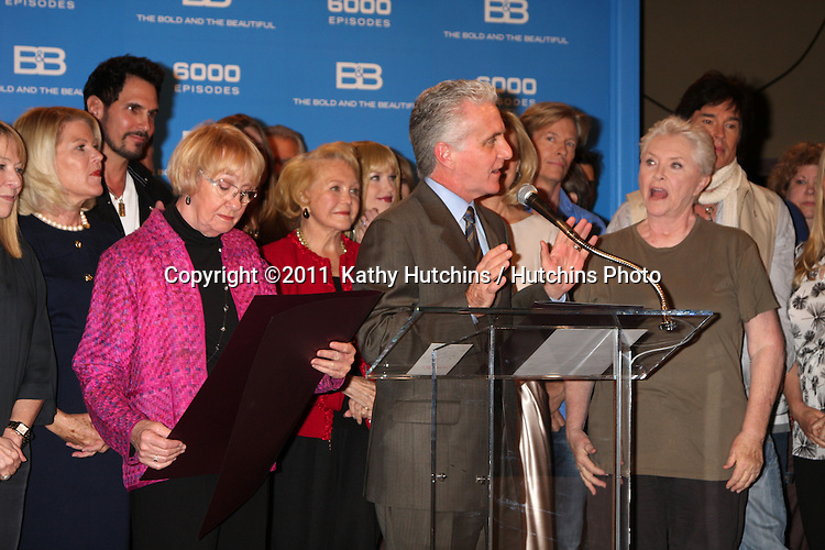 LOS ANGELES - FEB 7:  Kathryn Joosten, with Bold & Beautiful Cast, Brad Bell at the 6000th Show Celebration at The Bold & The Beautiful at CBS Television City on February 7, 2011 in Los Angeles, CA