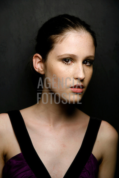 Zoomp<br /> SPFW - Verao 2008<br /> Driely Oliveira