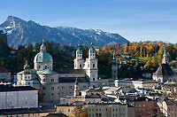 Oesterreich, Salzburger Land, Salzburg: Blick auf die Altstadt mit Dom und dem Untersberg | Austria, Salzburger Land, Salzburg: Old Town with Cathedral and Untersberg mountain