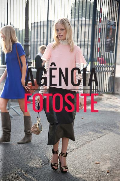 Paris, Franca &sbquo;26/09/2013 - Moda de Rua durante a Semana de moda de Paris  -  Verao 2014. <br /> Foto: FOTOSITE
