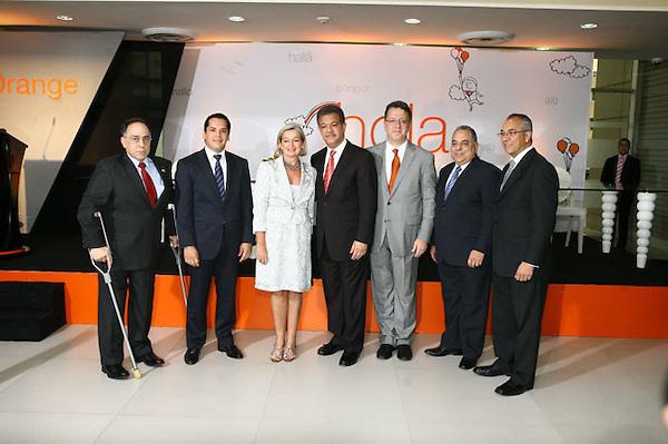 Santo Domingo, 9 de noviembre. Orange Dominicana encabezada por su<br /> Presidente Sr. Jean Marc Harion quien junto al Excelent&iacute;simo Sr. Presidente<br /> de la Rep&uacute;blica, Dr. Leonel Fern&aacute;ndez Reyna y la Sra. Blandine Kreiss,<br /> Embajadora de Francia en el pa&iacute;s, dejaron inaugurada la &quot;Torre Orange&quot; primer<br /> edificio verde en Rep&uacute;blica Dominicana; as&iacute; como el servicio innovador de la<br /> Telepresencia, que de manera exclusiva Orange lo ofrece para todo el pa&iacute;s.