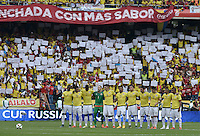BARRANQUILLA - COLOMBIA - 17-11-2015: Jugadores de Colombian durante  el minuto de silencio previo al encuentro entre Colombia y Argentina válido por la clasificación a la Copa Mundo FIFA 2018 Rusia jugado en el estadio Metropolitano Roberto Melendez en Barranquilla./ Players of Colombia during the silent minute prior the match between Colombia and Argentina valid for the 2018 FIFA World Cup Russia Qualifiers played at Metropolitan stadium Roberto Melendez in Barranquilla. Photo: VizzorImage / Gabriel Aponte / Staff