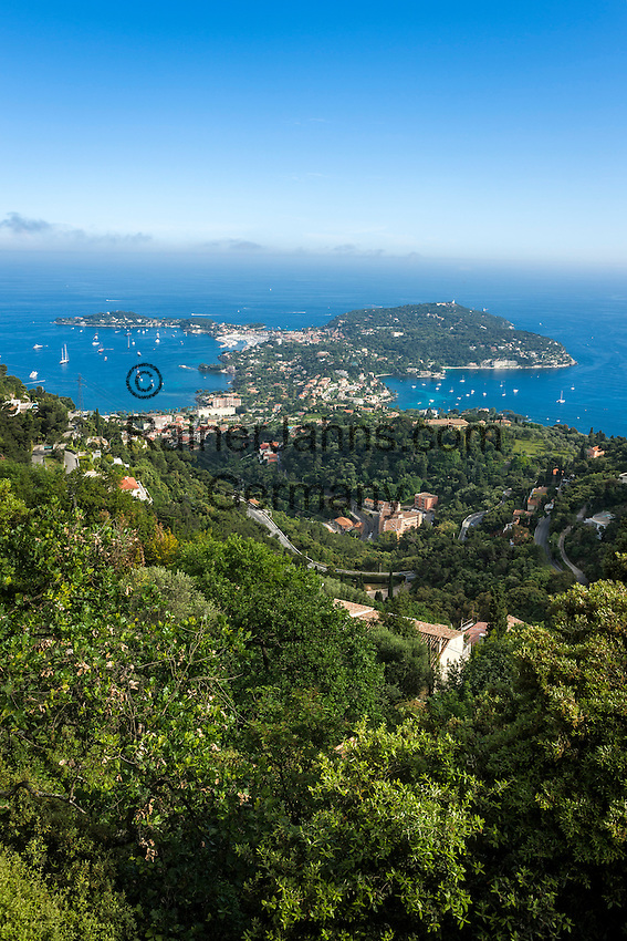 France, Provence-Alpes-Côte d'Azur, peninsula Cap Ferrat between Villefranche-sur-Mer and Beaulieu-sur-Mer with resort Saint-Jean-Cap-Ferrat, at foreground Beaulieu-sur-Mer | Frankreich, Provence-Alpes-Côte d'Azur, Halbinsel Cap Ferrat zwischen Villefranche-sur-Mer und Beaulieu-sur-Mer mit Badeort Saint-Jean-Cap-Ferrat, im Vordergrund Beaulieu-sur-Mer