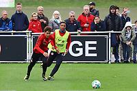 Daichi Kamada (Eintracht Frankfurt) gegen Jonathan de Guzman (Eintracht Frankfurt) - 10.10.2017: Eintracht Frankfurt Training, Commerzbank Arena