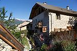 Maison du Guil (www.lamaisonduguil.com). <br /> Ancien prieur&eacute; du 16&egrave;me si&egrave;cle au c&oelig;ur du hameau de la Font d&rsquo;Eygliers<br /> Maison du Guil, bed and breakfast in the heart of la Font d&rsquo;Eygliers village