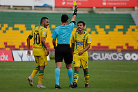 BUCARAMANGA-COLOMBIA ,21 -08-2019.Sherman Cárdenas recibe trajeta amarilla del referee central Jorge Guzman Bonilla..Accion de juego entre los equipos Atlético Bucaramanga and Deportes Tolima durante partido por la fecha 7 de la Liga Águila II 2019 jugado en el estadio Alfonso López de la ciudad de Bucaramanga./ Central Referee Jorge Guzmán Bonlla shows the yellow card to Sherman Cardenas.Action game between  Atletico Bucaramanga and  Deportes Tolima during the match for the date 7 of the Aguila League II 2019 played at Alfonso Lopez  stadium in Bucaramanga city. Photo: VizzorImage/ Oscar Martínez / Contribuidor