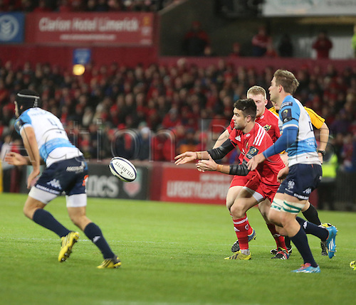 14.11.2015.  Thomond Park, Limerick, Ireland. European Rugby Champions Cup. Munster versus Benetton Treviso. Munster's Conor Murray gets his back line moving.