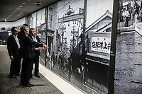 japanese people visiting the museum  Giapponesi in visita al museo