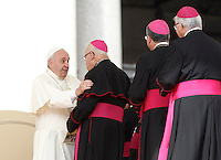 Papa Francesco saluta alcuni vescovi al termine dell'udienza generale del mercoledi' in Piazza San Pietro, Citta' del Vaticano, 9 settembre 2015.<br /> Pope Francis greets some bishops at the end of his weekly general audience in St. Peter's Square at the Vatican, 9 September 2015.<br /> UPDATE IMAGES PRESS/Isabella Bonotto<br /> <br /> STRICTLY ONLY FOR EDITORIAL USE