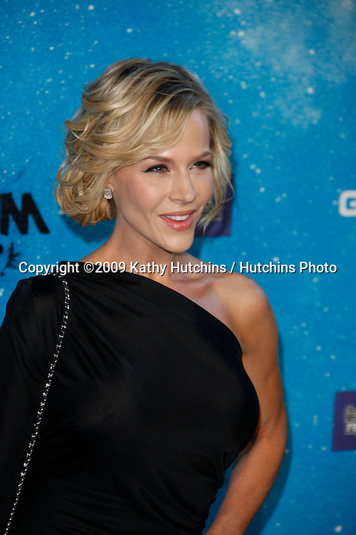 Julie Benz.arriving at the  Scream Awards 2009.Greek Theater.Los Angeles,  CA.October 17, 2009.©2009 Kathy Hutchins / Hutchins Photo.