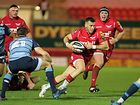 Gareth Davies of the Scarlets (R) in action during the Guinness PRO14 match between Scarlets and Cardiff Blues at Parc Y Scarlets Stadium, Llanelli, Wales, UK. Saturday 28 October 2017