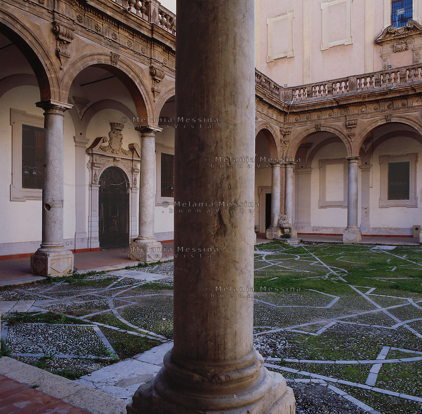 Palermo, courtyard next to &quot;Del Gesu' church&quot;.<br /> Palermo, atrio della biblioteca comunale, Casa Professa.