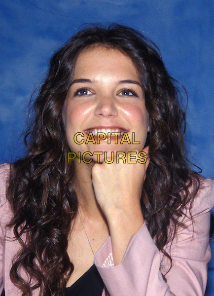 KATIE HOLMES.June 2005.half length pink chin on hand.www.capitalpictures.com.sales@capitalpictures.com.© Capital Pictures.