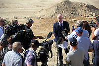 Pictured: Detective Inspector Jon Cousins of South Yorkshire Police reads a statement to the media at the end of the search at the farmhouse site where Ben Needham disappeared from in Kos, Greece. Monday 17 October 2016<br />