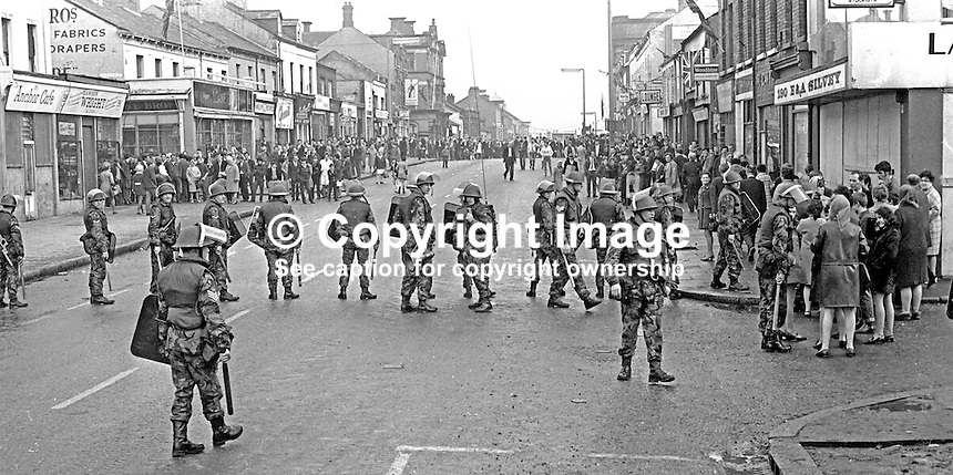 British soldiers confront loyalists on Shankill Road, Belfast, N Ireland, following an outbreak of violence which was triggered by Protestant supporters of Linfield FC, attacking the predominently Roman Catholic Unity Flats on their way home from a match on Saturday 26th September 1970. The disturbances continued into the third day. 197009260349c<br /> <br /> Copyright Image from Victor Patterson, 54 Dorchester Park, Belfast, UK, BT9 6RJ<br /> <br /> t1: +44 28 9066 1296 (from Rep of Ireland 048 9066 1296)<br /> t2: +44 28 9002 2446 (from Rep of Ireland 048 9002 2446)<br /> m: +44 7802 353836<br /> <br /> e1: victorpatterson@me.com<br /> e2: victorpatterson@gmail.com<br /> <br /> The use of any of my copyright images is subject to my Terms &amp; Conditions. It is IMPORTANT that you familiarise yourself with them. They are available at my website, victorpatterson.com.<br /> <br /> None of my copyright images may be used on the Internet unless they are visibly watermarked, i.e. &copy; Victor Patterson within the body of the image. My metadata, denoting my copyright must NOT be deleted. <br /> <br /> Web use is extra at currently recommended NUJ rates. Maximum permitted web size is<br />  400kb. <br /> <br /> Images must not be passed on to a third party - they are for the use of the authorised recipient only.
