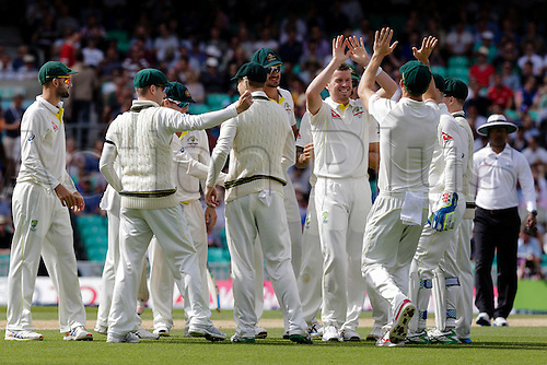 23.08.2015. London, England. Investec Ashes 5th Test, day 4.  England versus Australia.  Australian players  celebrate  with Peter Siddle after he takes the wicket of England's Stuart Broad for 2 runs after the resume of play