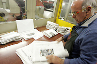 Un tipografo al lavoro nella rotativa dell'Osservatore Romano Citta' del Vaticano, 10 marzo 2009..A typographer works in the rotary press of Vatican newspaper L'Osservatore Romano at the Vatican City, 10 march 2009..UPDATE IMAGES PRESS/Riccardo De Luca