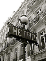 Old Metro sign & Parisian architecture