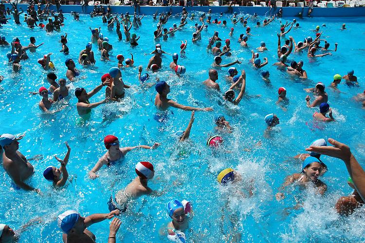 Parco acquatico Cupolelido a Cavallermaggiore...Aquapark Cupolelido in Cavallermaggiore...Summer 2006...Ph. Marco Saroldi/Pho-to.it..