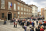 Gruppi di turisti in piazza san Giovanni