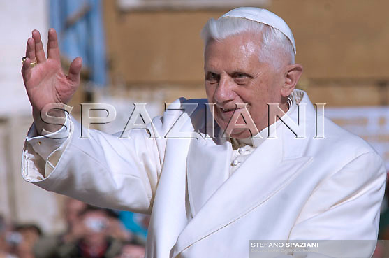 Pope Benedict XVI leads an audience with Italy's religious brotherhoods in Saint Peter's square at the Vatican November 10, 2007.