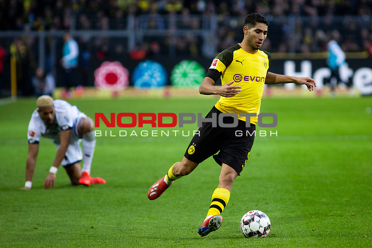 09.02.2019, Signal Iduna Park, Dortmund, GER, 1.FBL, Borussia Dortmund vs TSG 1899 Hoffenheim, DFL REGULATIONS PROHIBIT ANY USE OF PHOTOGRAPHS AS IMAGE SEQUENCES AND/OR QUASI-VIDEO<br /> <br /> im Bild | picture shows:<br /> Achraf Hakimi (Borussia Dortmund #5) behauptet den Ball,  <br /> <br /> Foto &copy; nordphoto / Rauch