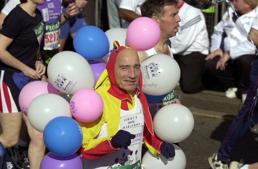 Photo:Ken Brown.16.4.2000 Flora London Marathon.A runner with ballons goes by the start