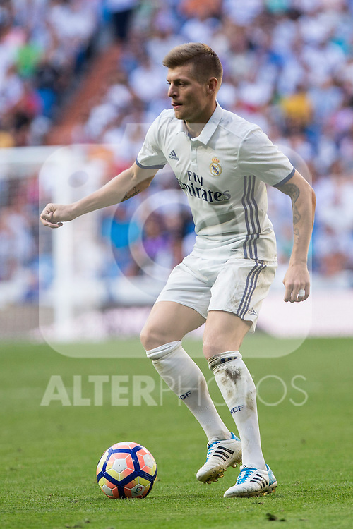 Real Madrid's Toni Kroos during the match of La Liga between Real Madrid and SD Eibar at Santiago Bernabeu Stadium in Madrid. October 02, 2016. (ALTERPHOTOS/Rodrigo Jimenez)