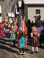 Scheller und Maje beim Aufzug der Masken beim Nassereither Schellerlauf, Fasnacht in Nassereith, Bezirk Imst, Tirol, &Ouml;sterreich, Europa, immaterielles UNESCO Weltkulturerbe<br /> Scheller and Maje at the gathering of the masks, Nassereither Schellerlauf-Fasnacht, Nassereith, Tyrol, Austria Europe, Intangible World Heritage