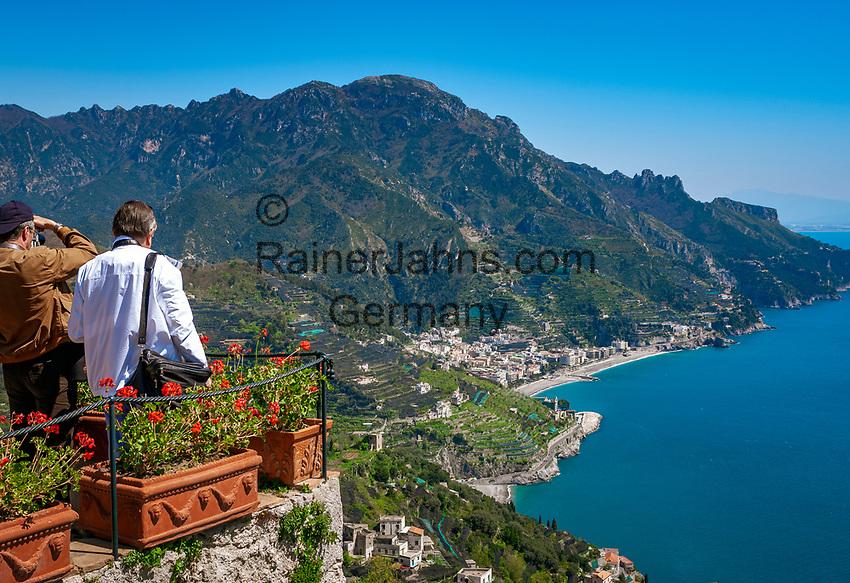 Italien, Kampanien, Ravello: Ausblick vom Park der Villa Rufolo auf die Amalfikueste   Italy, Campania, Ravello: view from Garden of Villa Rufolo across Amalfi Coast
