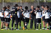 SÃO PAULO,SP, 13 julho 2013 -   Titee conversa com o time durante treino do Corinthians no CT Joaquim Grava na zona leste de Sao Paulo, onde o time se prepara  para para enfrenta o Atletico MG pelo campeonato brasileiro . FOTO ALAN MORICI - BRAZIL FOTO PRESS