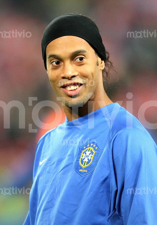 Fussball International Testspiel  Schweiz - Brasilien Der Brasilianer Ronaldinho (BRA)